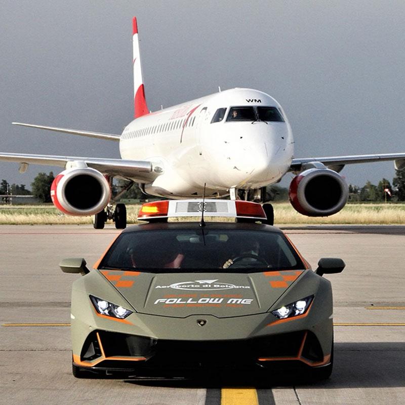 Lamborghini op de taxibaan
