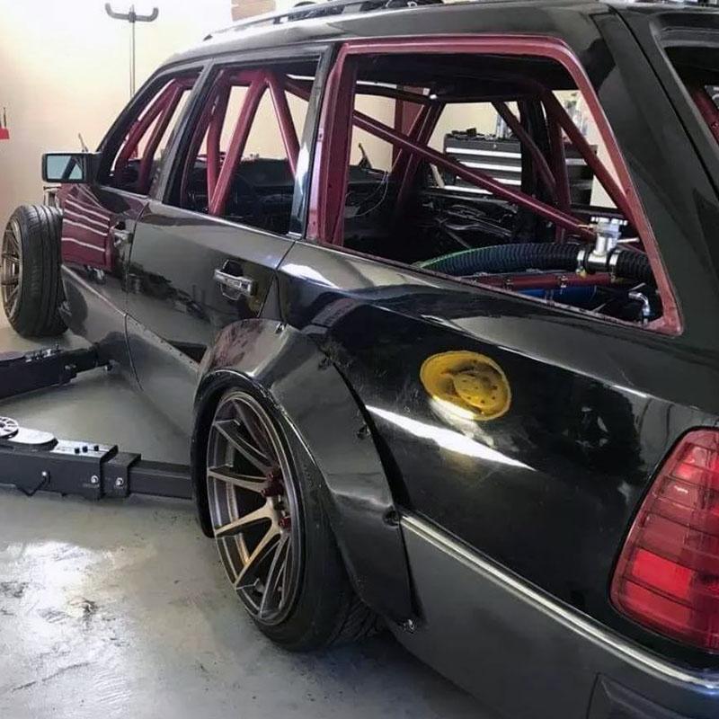 Mercedes-Benz S124 LS1 V8 kan van jouw zijn!
