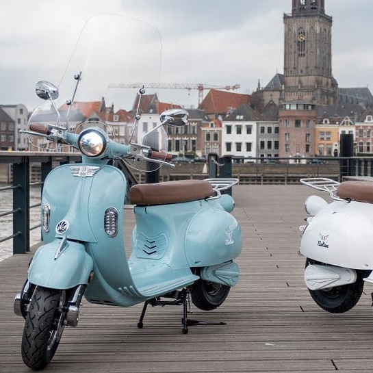Etalian retro scooter